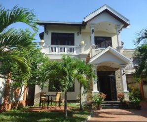 Villa Riverview Hội An ***